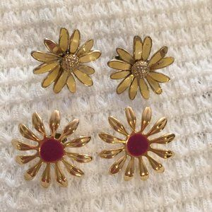 Two vintage flower gold-tone earrings